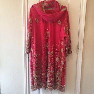 Pakistani dress/shalwar kameez